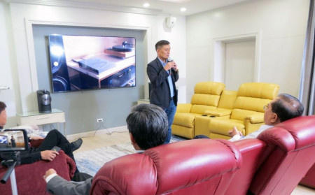 """La-Z-Boy held a special lecture, """"Easy Happiness and Sanity in the house ... from the sound of music"""" by Ajarn Vijit Boonchu"""